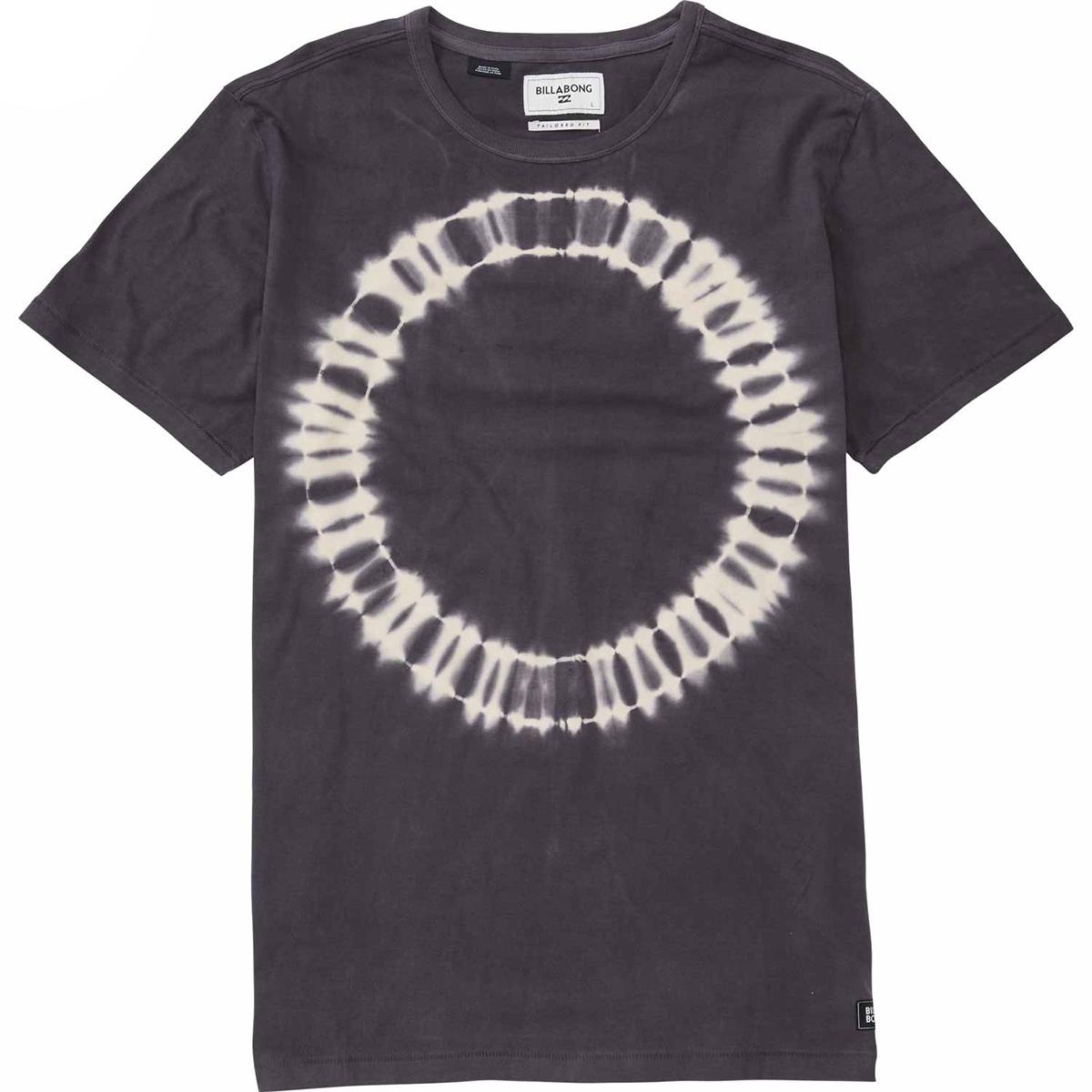 New RIOT SS CREWФутболки и Поло<br>Вареный дизайн этой футболки станет прекрасным дополнением летнего образа.<br><br><br>Особенности:<br><br>Мужская футболка<br>Прямой крой<br>Округленный вырез горловины<br>Вареный дизайн<br>Фирменный ярлычок Billabong<br>Состав: 100% хлопок.<br><br>Сезон: SS17<br>Артикул: 69940<br>Цвет: ASPHALT<br>Пол: МУЖ<br>Пол: Мужcкое<br>Размер: S<br>Тип вещи: ФУТБОЛКА