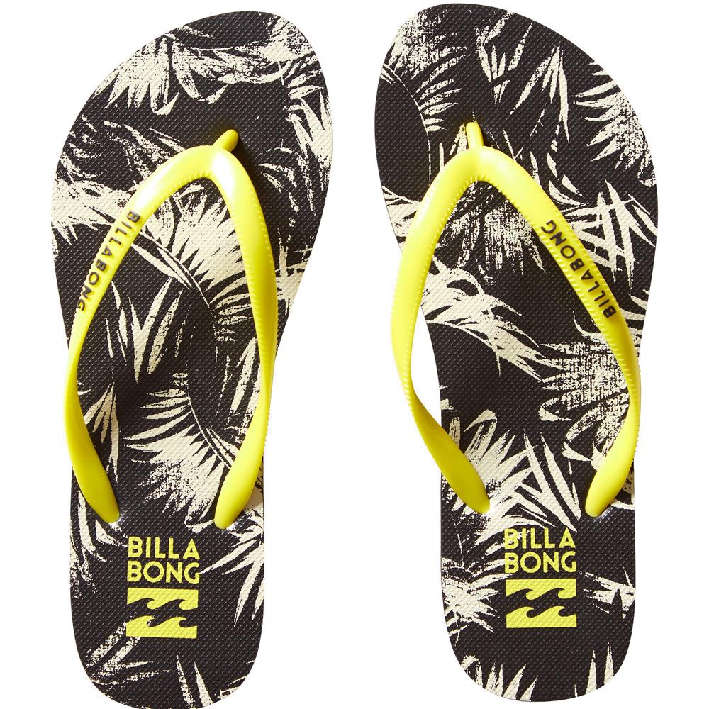 New DAMAШлепанцы<br>Классические резиновые шлепанцы в роскошных расцветках нового сезона. Выбирайте ту, что больше по душе и бегом на пляж. Лучшая обувь для прибрежной жизни.<br> <br> <br> Характеристики:<br><br>Женские шлепанцы<br>Резиновая перемычка<br>Принт по всей поверхности<br>Фирменный логотип на перемычке<br>Состав: 100% резина.<br><br>Сезон: SS17<br>Артикул: 67003<br>Цвет: OFF BLACK<br>Пол: ЖЕН<br>Пол: Женское<br>Размер: 40<br>Тип вещи: ШЛЕПАНЦЫ