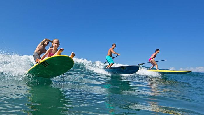 серфинг на волнах